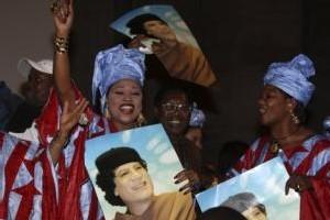 Omar Bongo revend la radio Africa n°1 au Libyen Kadhafi