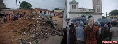 MOSQUEE DE YOFF NDEUGAGNE : l'effondrement d'un hangar a fait neuf morts et huit blessés graves