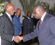 BATAILLE DE CHAPELLES AUTOUR D'UNE INVITATION :« Nous répondrons par des actes à ceux qui n'ont plus que leurs bouches puantes pour tenter de barrer la marche du monde », dit un proche de Macky Sall