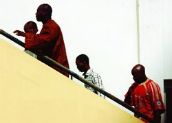 CONSTAT- Décision du Tribunal: Le procès des nervis du 17août renvoyé