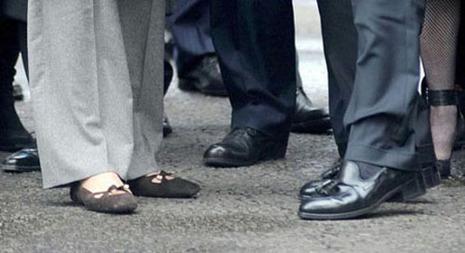 [ PHOTOS ] INSOLITE: Pourquoi Sarkozy cherche t-il à se grandir ?