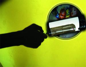 CONSTAT - UNE TORCHE OBSCENE accessible au grand public : Le briquet pornographique pénètre les foyers