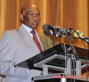 Le président Wade : ''soyons attentifs à ce qui se passe à Nouakchott''