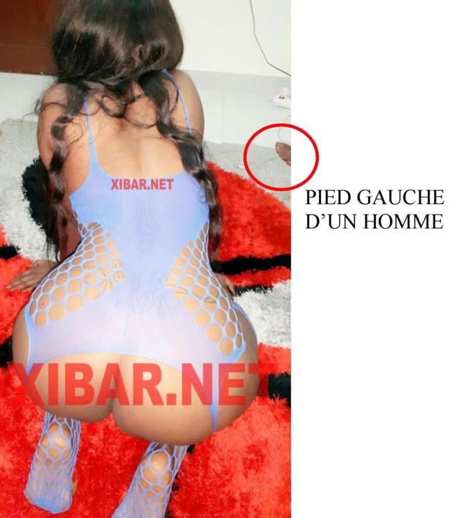Il y avait au moins deux personnes lors des séances photos nues de Mbathio dont un Homme - LES PREUVES