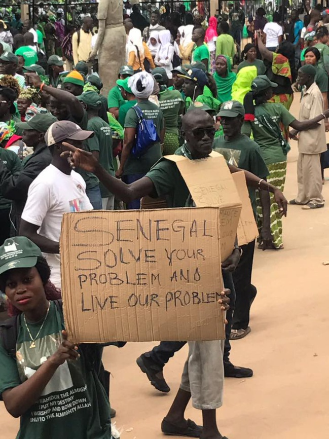 PHOTOS - Manifestation des partisans de Yahya Jammeh contre le Sénégal