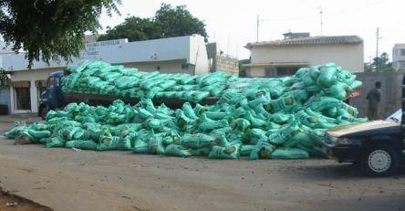 MAGOUILLES DANS LA BANLIEUE: Les aides en vivres aux sinistrés retrouvés sur le marché