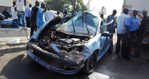 [ PHOTOS ] AVENUE CHEIKH ANTA DIOP: Grave accident sur l'échangeur du Lycée Seydou Nourou Tall