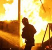 Panique sur l'avenue CheikhAnta Diop Un immeuble en construction prend feu
