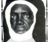 Gueule Tapée : La silhouette « lumière » de Seydina Issa Laye apparue dans l'écran d'un vieux poste téléviseur