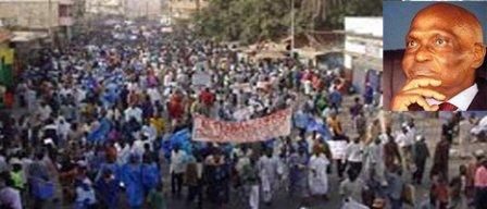 VISITE DU PRESIDENT ABDOULAYE WADE A ZIGUINCHOR: Une jeunesse en colère l'accueille avec des brassards rouges