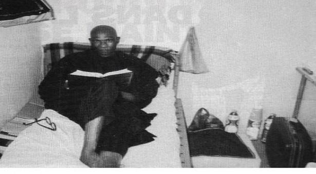 PHOTO SOUVENIR - Me Wade à Reubeuss dans sa cellule