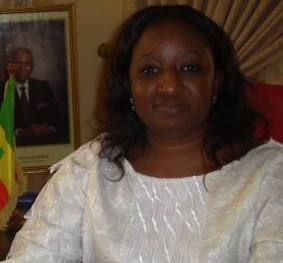 SÉANCE D'EXPLICATIONS À PARIS Aminata Lô Dieng présente des excuses à Wade