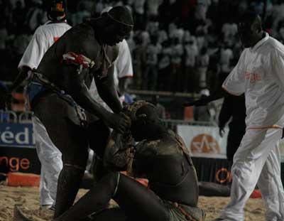 PHOTO: Bombardier gagne son duel face à Thiek