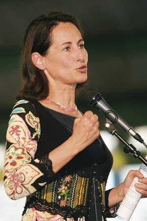 FRANCE: Le « pardon » de Ségolène suscite la polémique