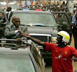 MBOUR: Fauchee par une voiture du cortege presidentiel une dame risque de perdre l'usage de ses jambes.