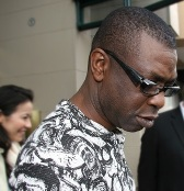 Youssou Ndour «chasse les moustiques» par un single