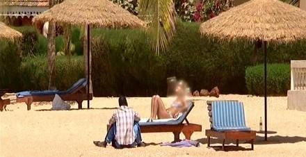 [ VIDEO REPORTAGE ] GIGOLOS: Des Francaises d'un certain âge au bras de tres Jeunes Senegalais