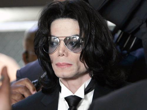 LE ROI DE LA POP TERASSE PAR UNE CRISE CARDIAQUE: Michael Jackson est mort