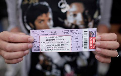 [ PHOTOS ] L'adieu des fans à Michael Jackson: Les images de la cérémonie