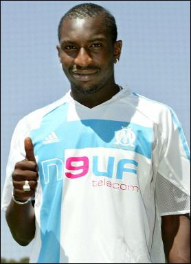 Football: Mamadou Niang prolonge son contrat avec l'OM