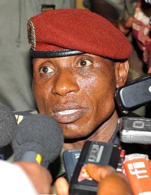 Présidentielle guinéenne : Dadis Camara annonce sa candidature