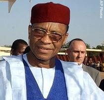 Niger : Tandja durcit le ton