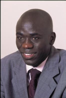 Le journaliste Cheikh Yérim Seck dans de sales draps: Il aurait reçu successivement des mains de Dadis Camara 20 milles et 100 milles dollars américains.