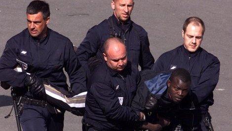 Aéroport de Paris Beauvais:Un Sénégalais ligoté comme un mouton par les policiers français