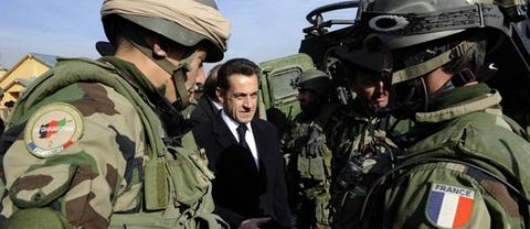 Les militaires français restent à Dakar et Libreville
