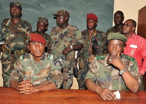 """Dadis se dit """"otage"""" de l'armée et du peuple"""
