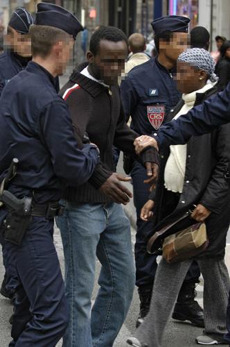 FRANCE: Un sans-papier placé en rétention après dénonciation de son banquier