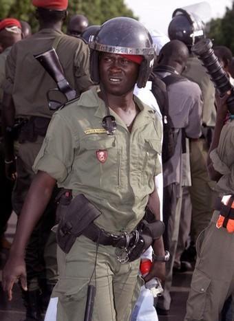 MANIFESTATION DE RESSORTISSANTS GUINÉENS POUR RÉCLAMER LE DÉPART DE LA JUNTE: Au massacre de Conakry succède le matraquage de Dakar