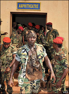 Un banquier brièvement enlevé et dévalisé par des militaires en Guinée
