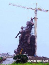 Monument de la renaissance africaine : la tête est en place