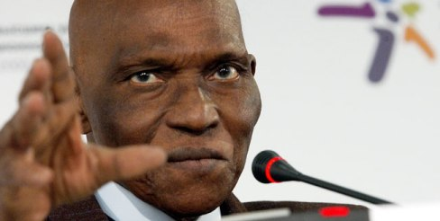 Rejeté par les populations fatiguées : le président Wade cherche à acheter un troisième mandat