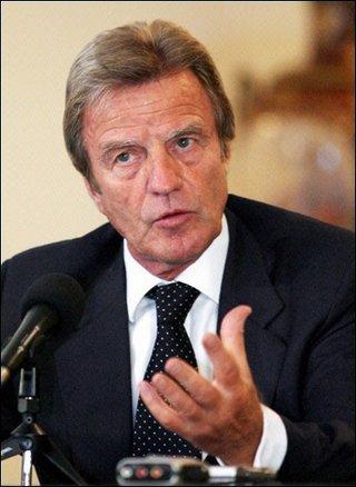 """Kouchner : il faut """"se battre pour que le français reprenne sa place"""" au Rwanda"""