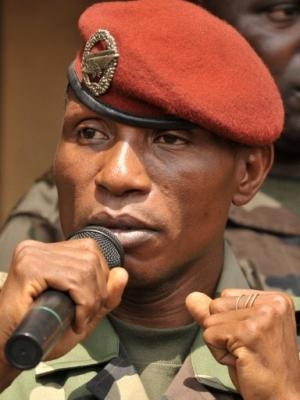Guinée : Dadis retrouve ses esprits mais peine à communiquer