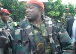 Le lieutenant 'Toumba' Diakité fait irruption dans un bistrot : Grosse frayeur à Conakry