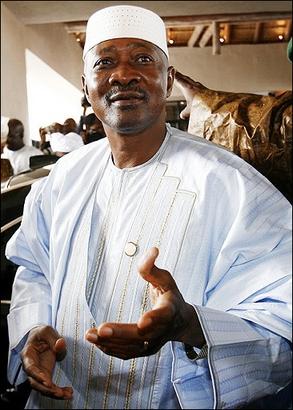 En réaffirmant son engagement à respecter la loi constitutionnelle du Mali : Att donne une leçon de démocratie aux chefs d'Etat de la sous région