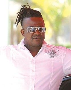 REÇU PAR LE KHALIFE DES MOURIDES: Demba Dia attaque le monument de Wade