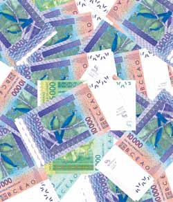 Saisie de devises non déclarées par la douane à Karang : Le trafiquant avait dissimulé plus de 200 millions dans ses bagages