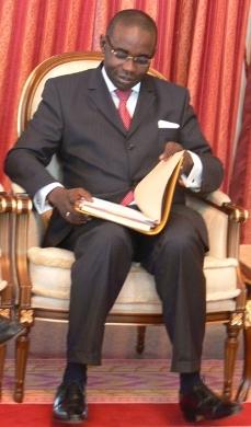 COMPARANT LES POLITIQUES ÉNERGÉTIQUES DES SOCIALISTES ET DES LIBÉRAUX: Samuel Sarr accuse Niasse d'avoir tiré sa fortune du pètrole que le Nigéria fournit au Sénégal depuis 1972