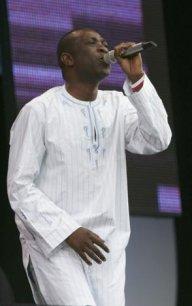"""Youssou Ndour parmi les 75 artistes qui s'engagent pour """"Haîti Chérie"""""""