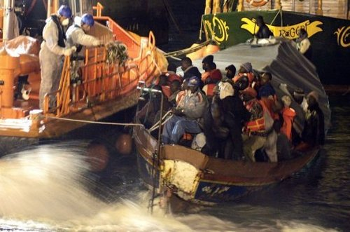 Une immigrante accouche à bord d'une embarcation de fortune en route pour l'Espagne