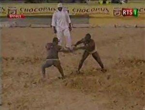 [ VIDEO ] Tidjane Faye poursuit sa marche victorieuse et dicte sa loi à Balla Diouf Regardez !