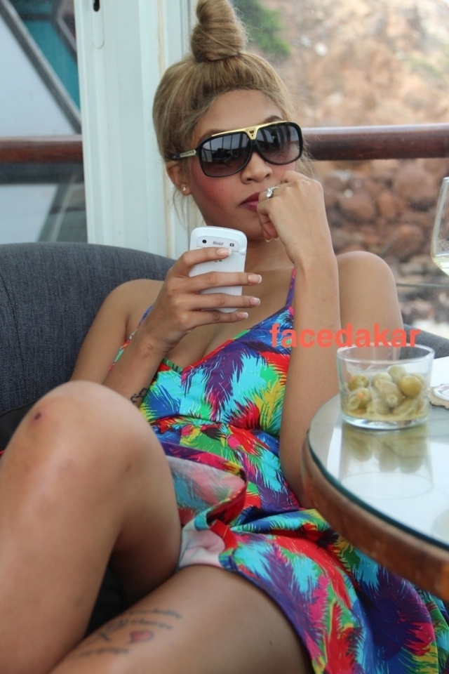 Photo : Adja Diallo très sexy, en mode été !
