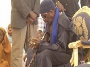Inhumation de Baye Oumar Samb : Serigne Cheikh Tidiane dans ses habits de Khalife