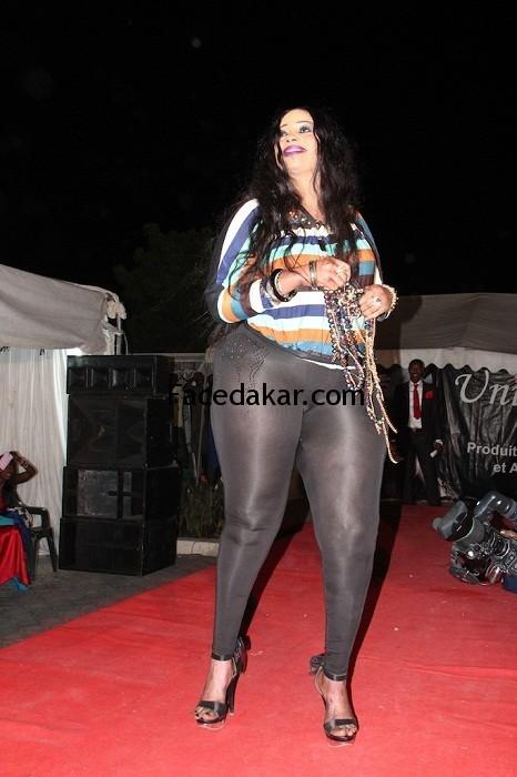 [PHOTOS] Oumy Gaye la miss Jongoma exhibe ses fesses dans la rue