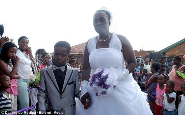 afrique du sud 8 ans il pouse une femme de 61 ans