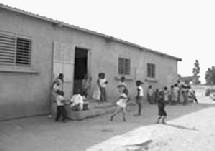INFRASTRUCTURES SCOLAIRES: LES POPULATIONS de Coki RECLAMENT UNE ECOLE